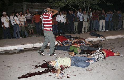 mexico deja violencia  policias ejecutados   personas
