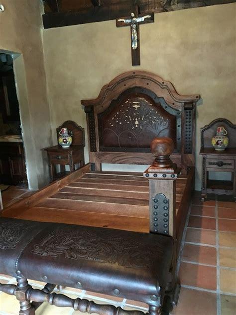 hermosa cama de madera de mezquite  piel estilo antiguo