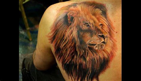 tatouage torse homme lion