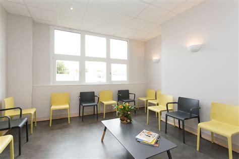 chaises salle d attente architecture cabinet médical par l agence 19 degres à