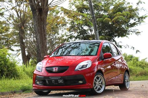 Modifikasi Honda Brio Rs by Honda Brio Merah Sedikit Rs