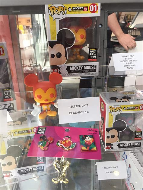 mickey mouse  anniversary nyc exhibt pop vinyls pin