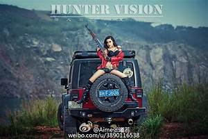 Jeep-wrangler-with-chinese-communist-star-and-sexy-model-is-weird-photo-gallery 1