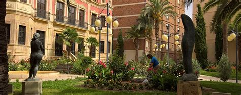 acciona service mantiene los parques  jardines de lorca