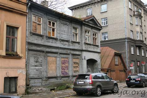 Bruņinieku iela 76 un 74 - Stacija