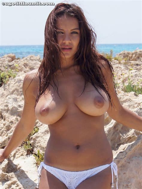 Lacey Naked Photos Showing Big Boobs And Nipples In Beach