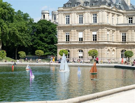Sailboats Jardin Du Luxembourg by A Linen Jacket For A Sunday In Une Femme D Un