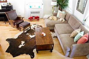cowhide rug with leather couch for small living room With tapis peau de vache avec canapé domus