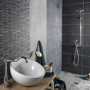 Le carrelage gris dans la salle de bains leroy merlin for Salle de bain carrelage gris