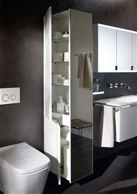 s 233 parer wc et lavabo avec une armoire colonne