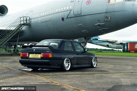 Bmw M3 E30 Audi Rs2 by 90 S Legends Bmw E30 M3 Or Audi Rs2 Speedhunters