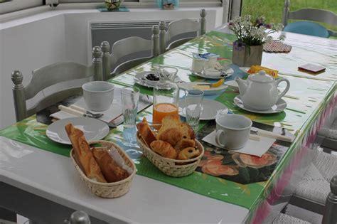 vaisselle pour petit dejeuner la maison le jardin fleuri