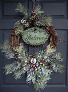 Rustic christmas wreaths believe outdoor holiday wreath for Exterior christmas wreaths