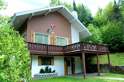 chalet ste agathe des monts chalet laurentides chalet le suisse www canadachalet