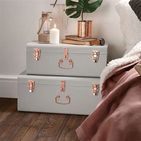diy ways to level up your small bedroom 15 diy ways to level up your small bedroom 15   diy trunk storage small bedroom
