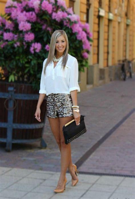 Look Classe Femme Comment Porter Avec Classe Le Mini Cet 233 T 233 Shorts Ideas