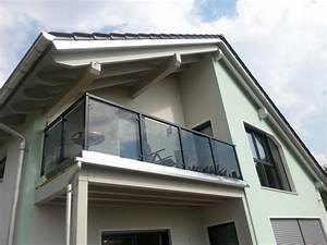 Balkon Mit Glas : tolle ideen und passende materialien zur balkonverkleidung ~ Frokenaadalensverden.com Haus und Dekorationen