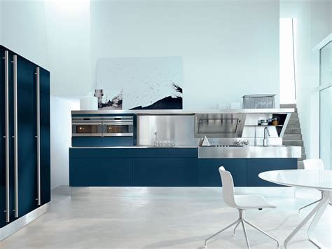FROM SNAIDERO HEADQUARTERS TO TWO INNOVATIVE KITCHENS