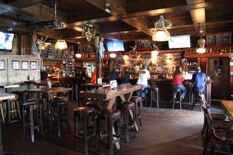bulldog bar grill  orleans nightlife venue