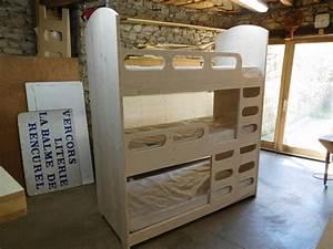 Lit à étage : lit 3 etage lasure blanche vercors literie ~ Teatrodelosmanantiales.com Idées de Décoration