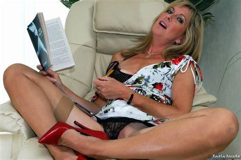 Older Woman Satin Jayde Inserting Pencil Into Horny Pussy