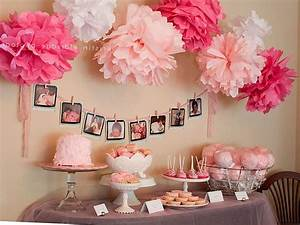 Deciding on a theme for baby shower decorations for girl