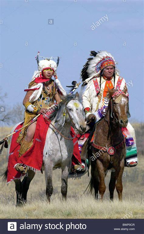 indians plains canadian horseback traditional costumes feather dress head canada american native horses alamy wanuskewin saskatoon heritage park
