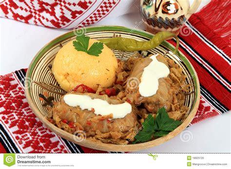 cuisine romaine traditionnelle cuisine traditionnelle de roumanie sarmale photo stock
