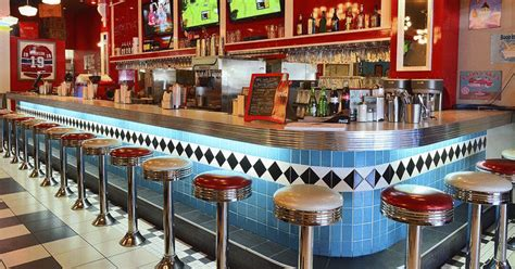 10 Retro Restaurants In Montreal That Will Take You Back