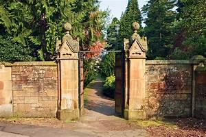 Betonsteine Gartenmauer Preise : gartenmauer streichen anleitung in 4 schritten ~ Frokenaadalensverden.com Haus und Dekorationen