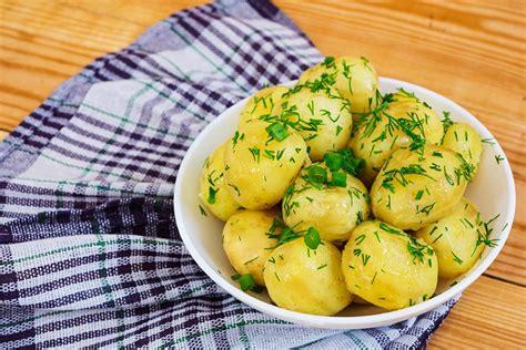 Patate bollite: la ricetta del contorno facile e veloce