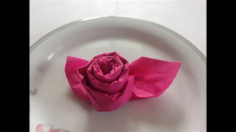 servietten falten einfach edle rose fuer hochzeit