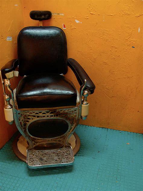 cuisine en bois brut fauteuil de barbier