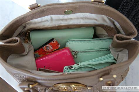 purse lights up inside my organized purse and must have items inside the sunny