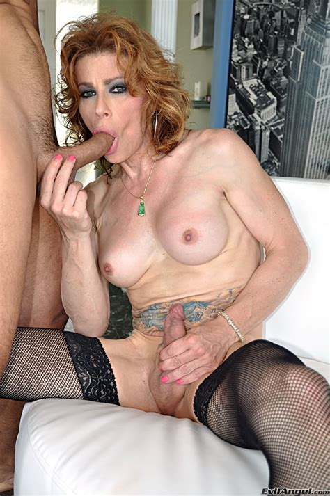 Mature Tranny Fucking With A Chap Photo 3