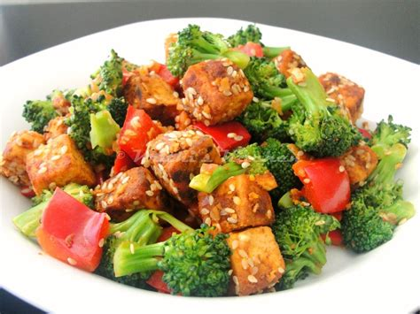 comment cuisiner le tofu soyeux krithi 39 s kitchen sesame crusted tofu salad with broccoli