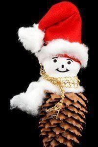 was kann alles aus tannenzapfen basteln weihnachtsgeschenke basteln mit tannenzapfen und stroh
