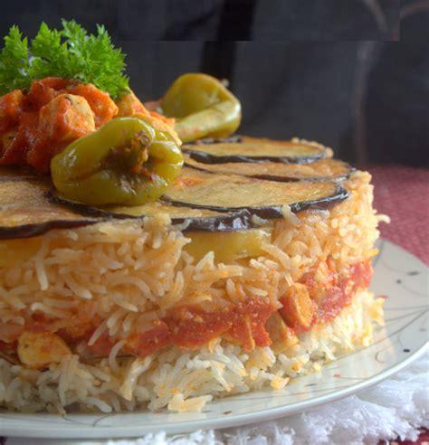 cuisine syrienne traditionnelle recette maklouba aux aubergines et poulet viande et riz