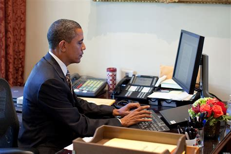 what desk is trump using while obama talks cyber security his hotel 39 s computer