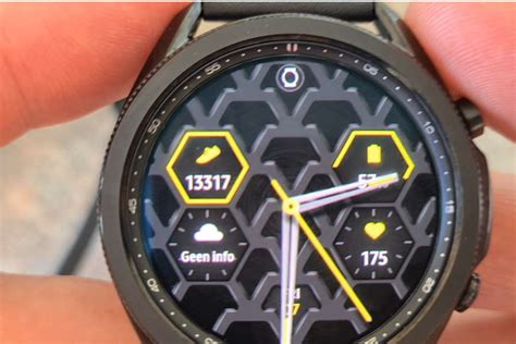 As confusing as it might seem, the galaxy watch active 4 will launch with the name galaxy watch 4, while the galaxy watch 4, the premium smartwatch, will launch as the galaxy watch 4 classic, so keep that in mind. Samsung Galaxy Watch 4 2021 | De Beste Smartwatch van dit ...