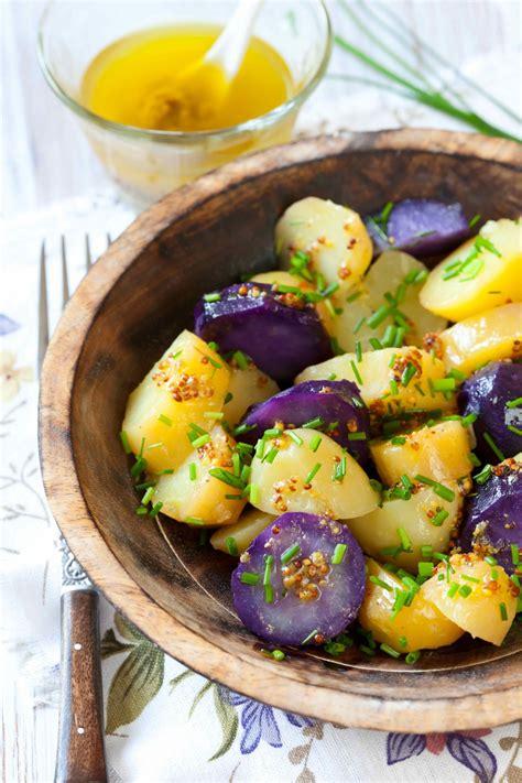 kartoffelsalat mit blauen kartoffeln