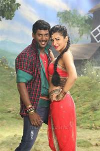 Picture 769576 | Vishal, Shruti Haasan in Poojai Movie Hot ...  Poojai