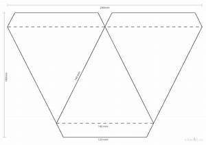 Wimpelkette Selber Basteln : wimpelkette selbst gemacht diy mit vorlage zum download ~ Lizthompson.info Haus und Dekorationen