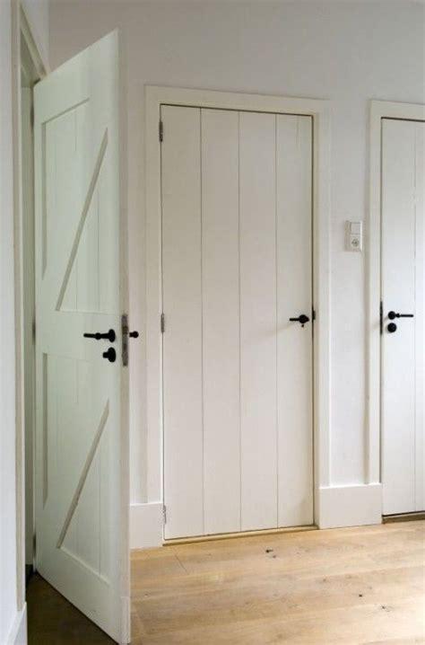 Thin Closet Doors by Wood Plank Doors With Thin Trim Barn Doors Sliding