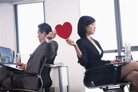 comment g 233 rer une relation amoureuse au travail regionsjob