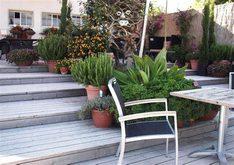gartenmöbel villingen schwenningen mediterraner terrassengarten hanggarten holzterrasse