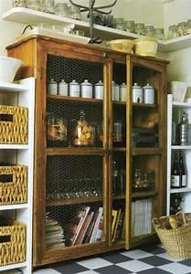 l armoire ancienne pour votre demeure moderne With meuble de cuisine en bois rouge 17 le miroir baroque est un joli accent deco