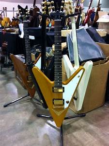 GuitArlington Guitar Show | Vintage Guitar® magazine