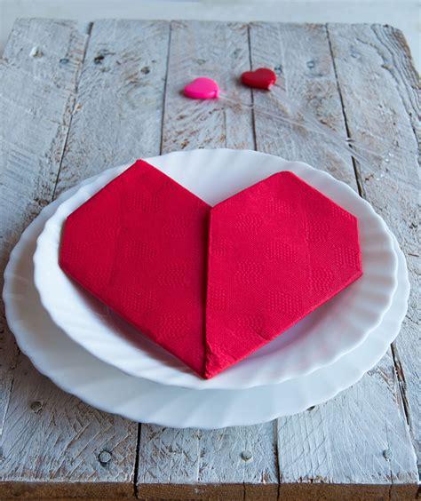 fiori con i tovaglioli di carta come piegare i tovaglioli di carta tutorial per