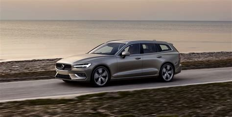 Volvo 2019 : 2019 Volvo V60 Debuts With Two Plug-in Hybrid Versions